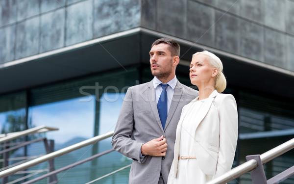 Poważny biznesmenów stałego biurowiec działalności współpraca Zdjęcia stock © dolgachov