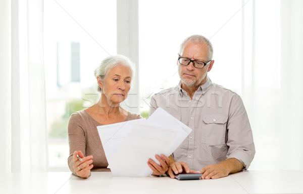 Stock fotó: Idős · pár · papírok · számológép · otthon · család · üzlet