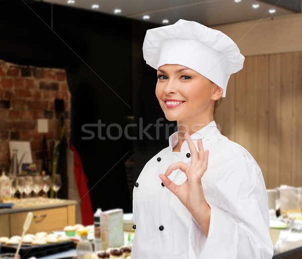 улыбаясь женщины повар вызывать рукой знак Сток-фото © dolgachov
