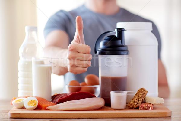 Hombre proteína alimentos deporte Foto stock © dolgachov
