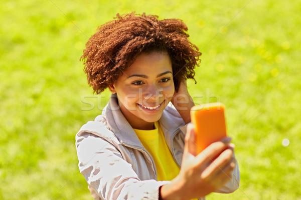 Szczęśliwy Afryki kobieta smartphone technologii Zdjęcia stock © dolgachov