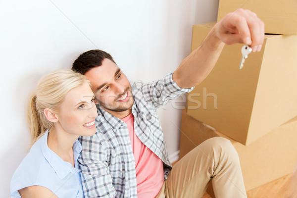 Couple clé cases déplacement nouvelle maison maison Photo stock © dolgachov