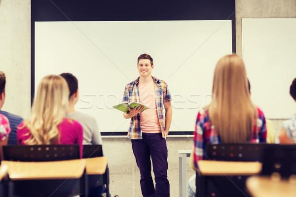 Gruppe lächelnd Studenten Klassenzimmer Bildung High School Stock foto © dolgachov