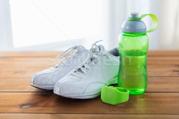 Stock fotó: Közelkép · sportcipők · karkötő · vizes · flakon · sport · fitnessz