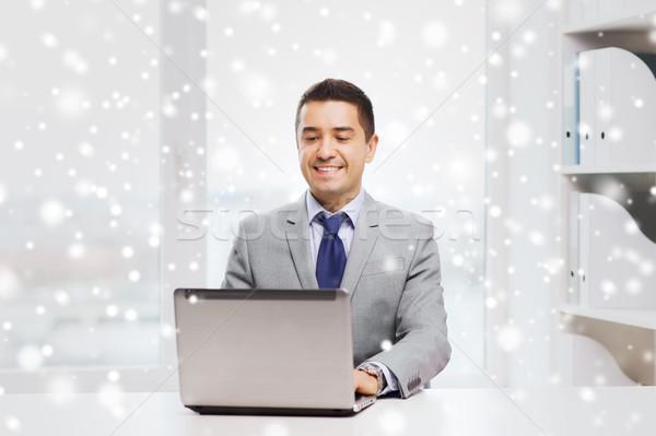 Feliz empresário trabalhando laptop escritório pessoas de negócios Foto stock © dolgachov