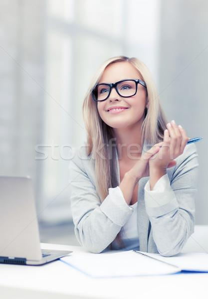 女實業家 會議 圖片 微笑的女人 筆記本 商業照片 © dolgachov