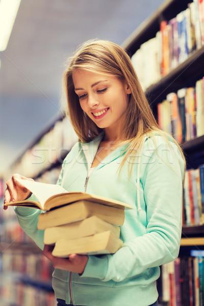 Gelukkig student meisje vrouw boek bibliotheek Stockfoto © dolgachov