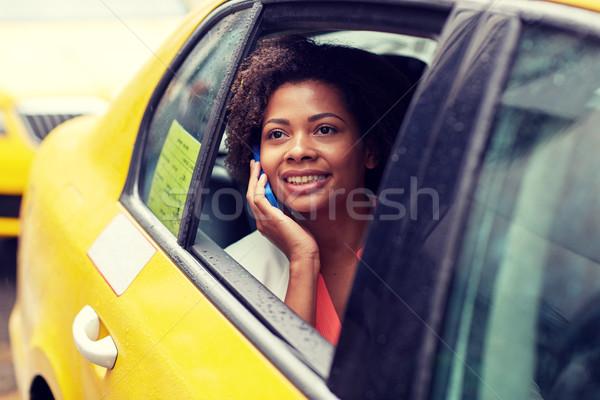 Mutlu Afrika kadın çağrı taksi Stok fotoğraf © dolgachov