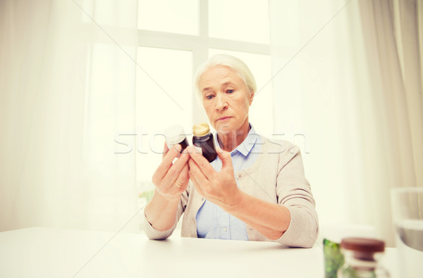 Idős nő gyógyszer otthon kor egészségügy Stock fotó © dolgachov