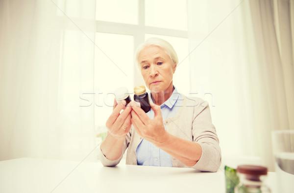 Senior donna medicina home età Foto d'archivio © dolgachov