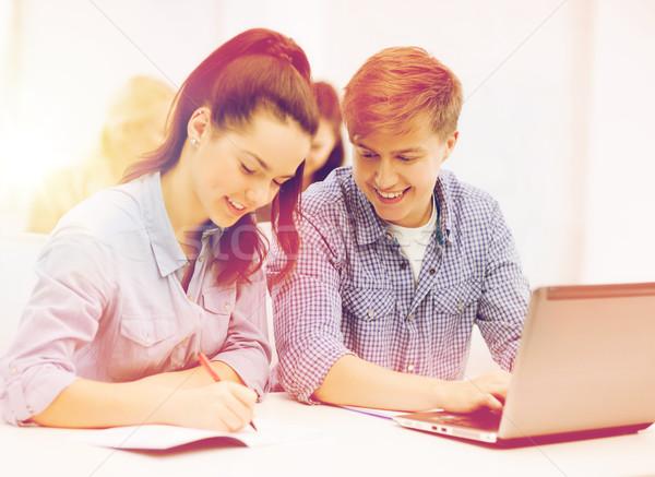 Studenti laptop scuola istruzione tecnologia Foto d'archivio © dolgachov