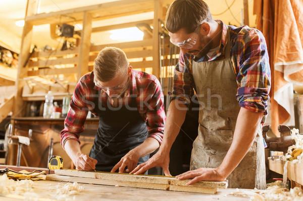 Władcy drewna deska warsztaty zawód stolarstwo Zdjęcia stock © dolgachov