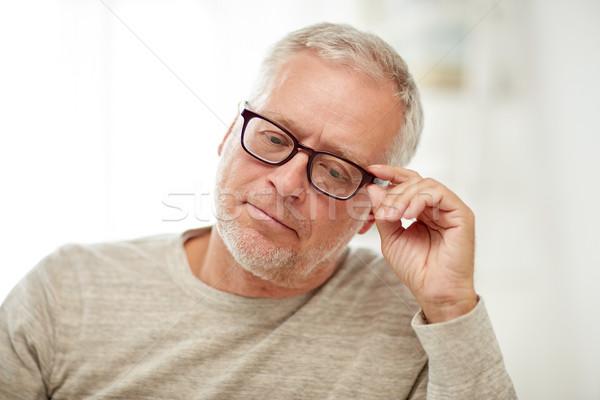Senior man bril denken ouderdom Stockfoto © dolgachov