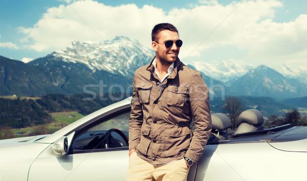 Felice uomo cabriolet auto montagna viaggio Foto d'archivio © dolgachov