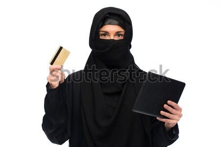 Müslüman kadın başörtüsü kredi kartı beyaz Stok fotoğraf © dolgachov