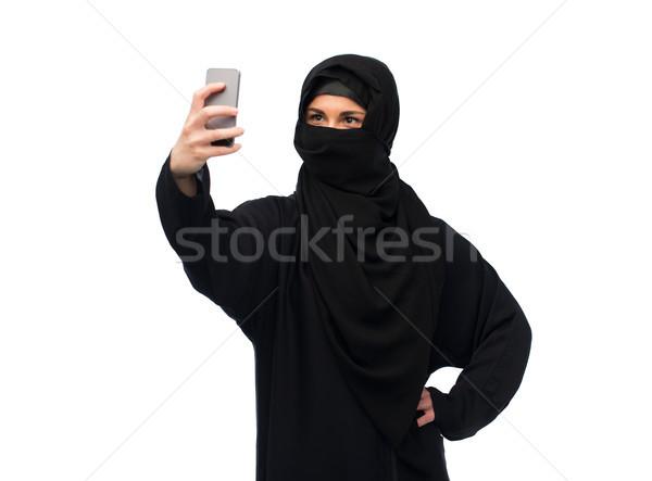 Musulmans femme hijab smartphone technologie Photo stock © dolgachov