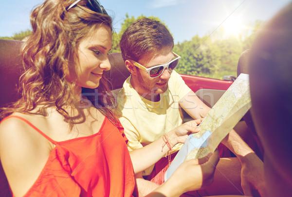 Feliz amigos conducción cabriolé coche ocio Foto stock © dolgachov