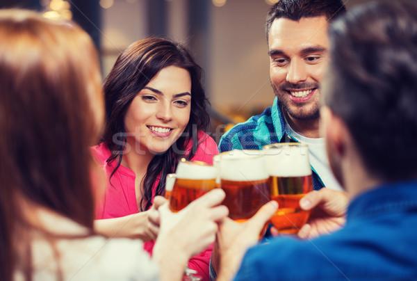 друзей питьевой пива очки Паб отдыха Сток-фото © dolgachov