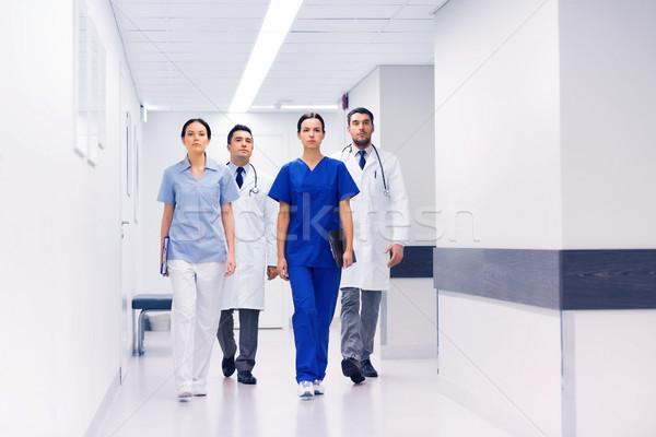 группа врачи больницу коридор клинике профессия Сток-фото © dolgachov