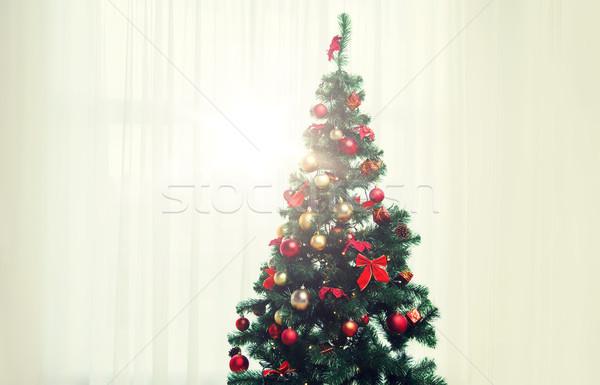 Kerstboom woonkamer venster gordijn vakantie viering Stockfoto © dolgachov