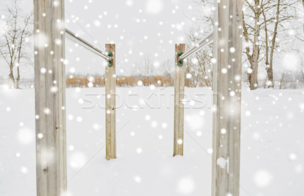 Parallel bars buitenshuis winter fitness sport Stockfoto © dolgachov
