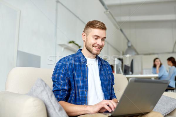 Férfi laptop dolgozik iroda üzlet oktatás Stock fotó © dolgachov