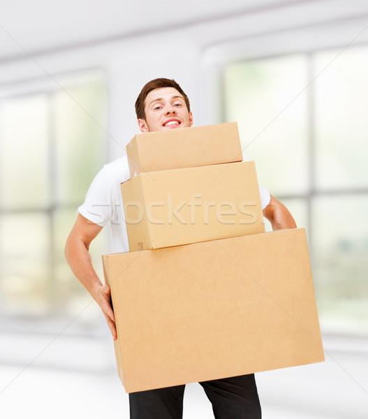 若い男 カートン ボックス ホーム ストックフォト © dolgachov
