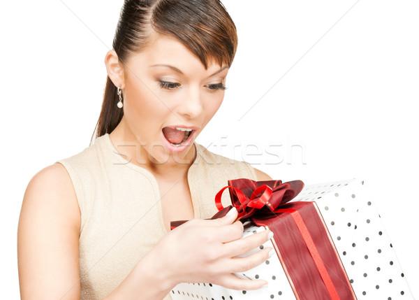 Девушка принимает подарки но не общается 12
