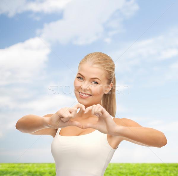 Mujer sonriente forma de corazón gesto amor mujer Foto stock © dolgachov