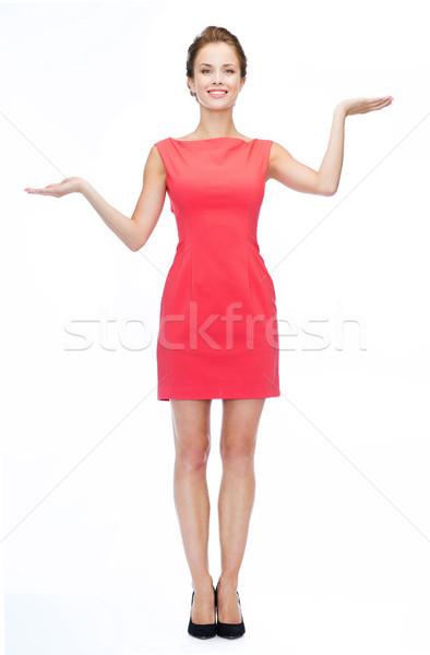 Glimlachende vrouw iets denkbeeldig palmen reclame Stockfoto © dolgachov