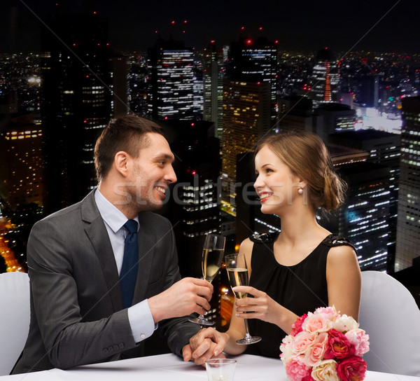 Paar Gläser Champagner Restaurant Urlaub lächelnd Stock foto © dolgachov