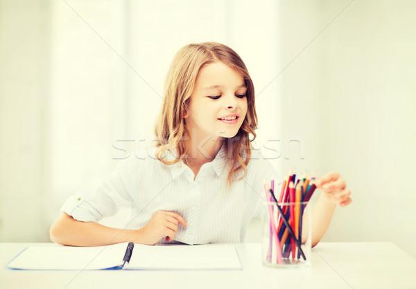 Foto stock: Nina · dibujo · lápices · escuela · educación · pequeño