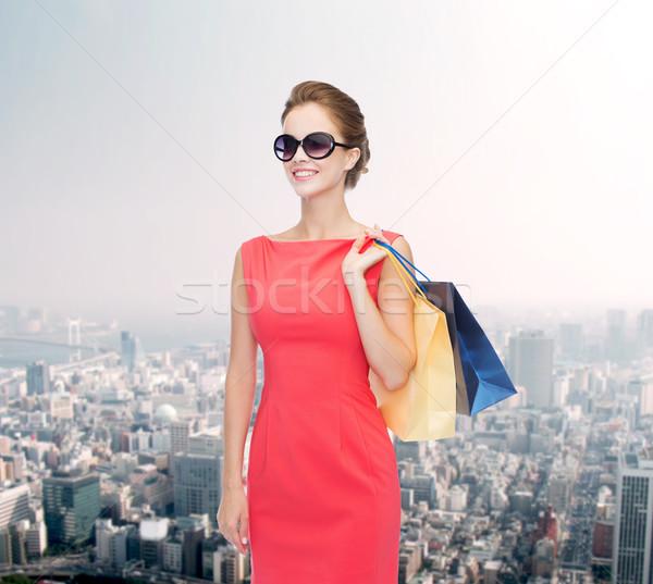Glimlachend elegante vrouw jurk winkelen Stockfoto © dolgachov