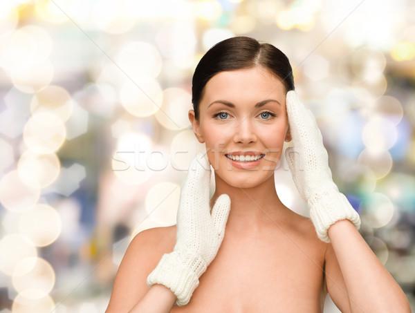 Gülen genç kadın beyaz eldiveni güzellik kış Stok fotoğraf © dolgachov