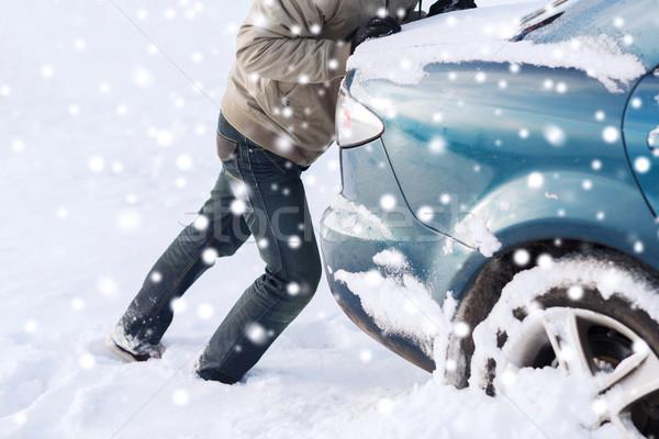 Közelkép férfi toló autó leragasztott hó Stock fotó © dolgachov