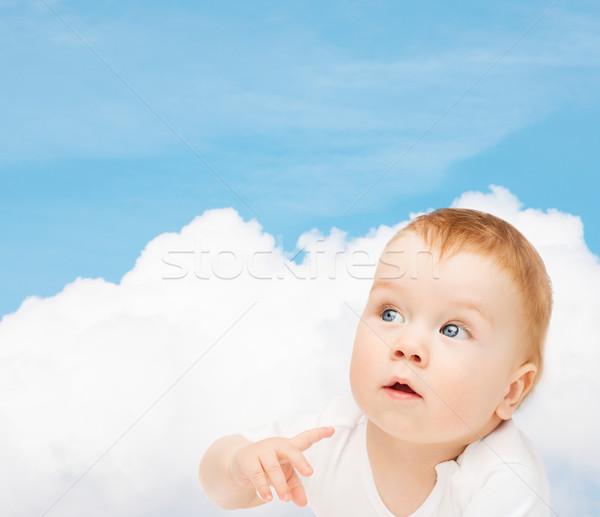 Ciekawy baby patrząc strona dziecko Zdjęcia stock © dolgachov