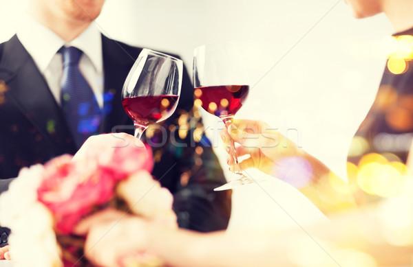 Impegnato Coppia bicchieri di vino amore famiglia anniversario Foto d'archivio © dolgachov