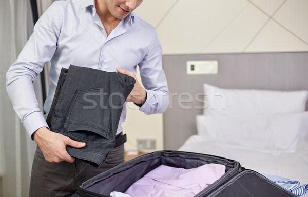 üzletember csomagol ruházat utazás táska üzleti út Stock fotó © dolgachov