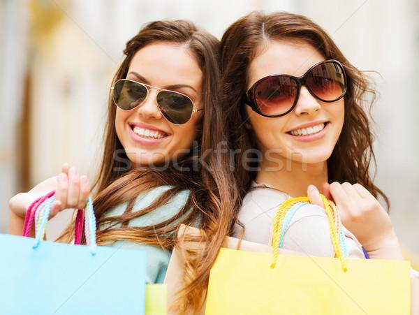 Stock fotó: Lányok · bevásárlótáskák · vásárlás · turizmus · gyönyörű · város