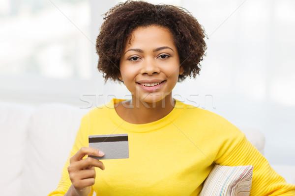 Feliz África mujer crédito tarjeta de débito personas Foto stock © dolgachov