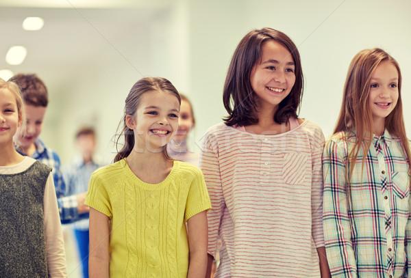 Csoport mosolyog iskola gyerekek sétál folyosó Stock fotó © dolgachov