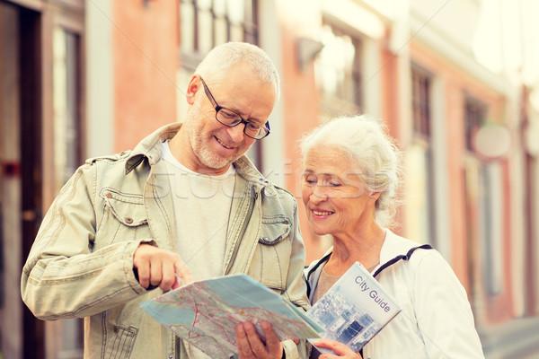 Idős pár figyelmeztetés család kor turizmus utazás Stock fotó © dolgachov
