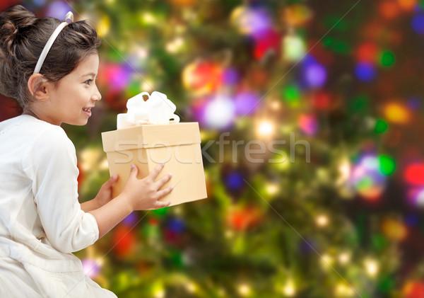 Szczęśliwy dziewczynka obecnej światła wakacje przedstawia Zdjęcia stock © dolgachov