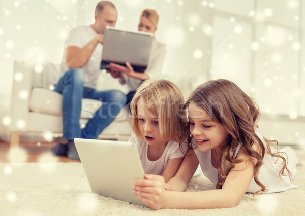 Familia feliz computadoras casa de la familia tecnología personas Foto stock © dolgachov
