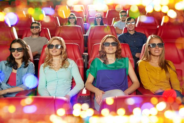 Felice amici guardare film 3D teatro Foto d'archivio © dolgachov