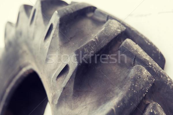 Közelkép teherautó kerék autógumi karbantartás szolgáltatás Stock fotó © dolgachov