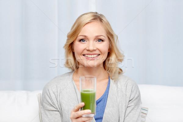 Stockfoto: Gelukkig · vrouw · drinken · groene · sap · schudden