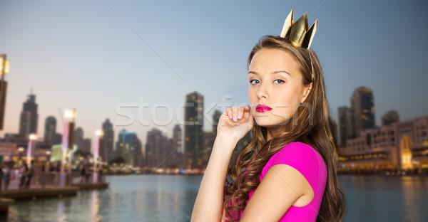 Fiatal nő tinilány rózsaszín ruha emberek ünnepek Stock fotó © dolgachov