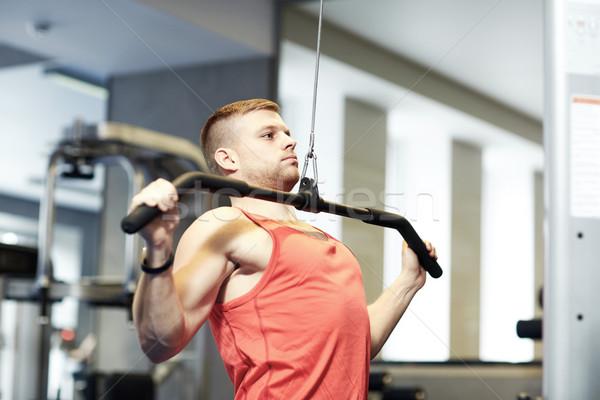 Zdjęcia stock: Człowiek · mięśni · kabel · maszyny · siłowni · sportu