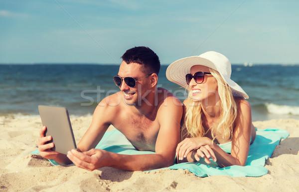 Gelukkig paar zonnebaden strand liefde Stockfoto © dolgachov